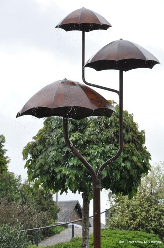 fontaine aux parapluies